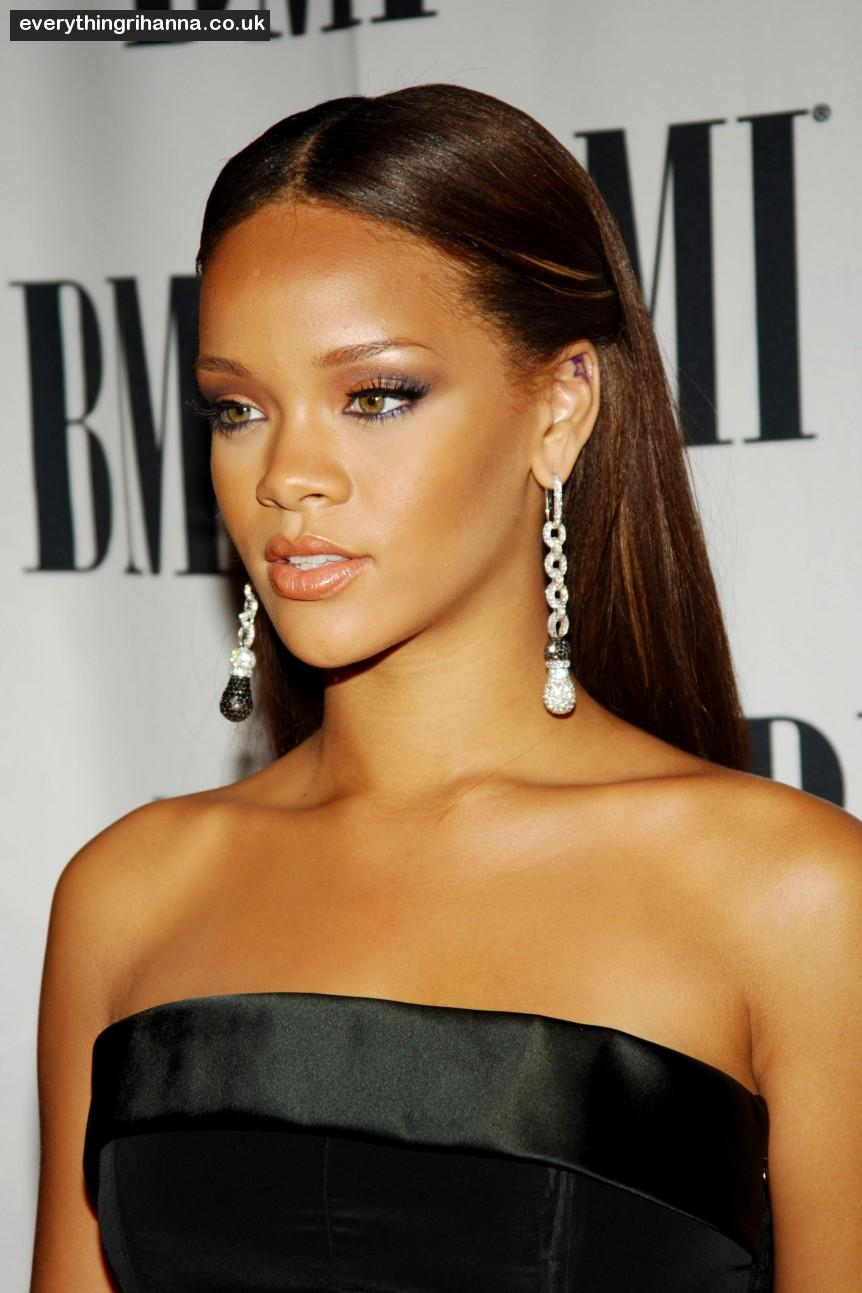 Hit: Rihanna, 2013 | The Best and Worst Beauty Looks to ... |Rihanna 2013