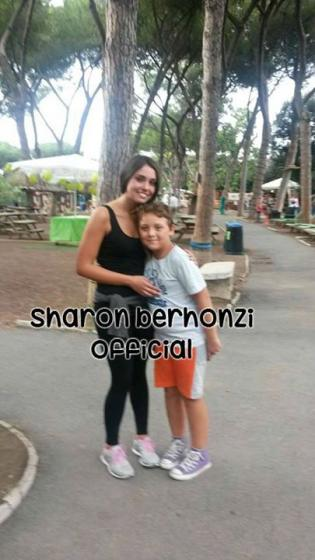 Sharon Bergonzi con un fan