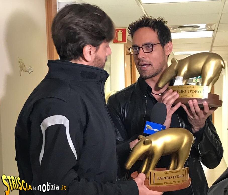Gabriel Garko riceve il tapiro da Staffelli