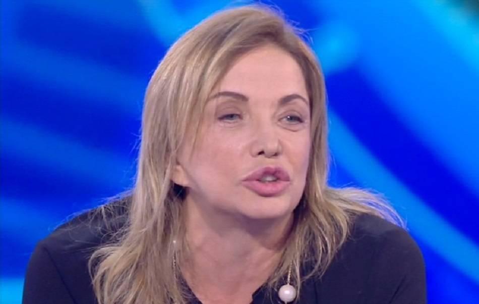 Domenica Live, Simona Izzo e Carmen Di Pietro: ancora lite per le